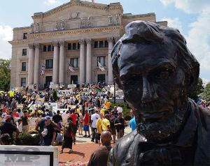 Thousands at Lincoln Monument. (Photo by Peace of Mind Publishings, Inc.)